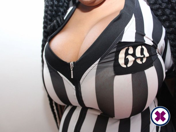 Hot Champagne is een sexy British Escort in Cardiff