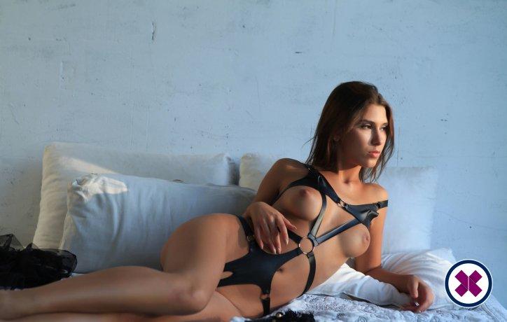 Adrianna er en sexy Italian Escort i Amsterdam