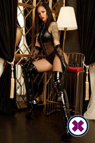 Lady Cleo Noir is een knappe en geile Greek Escort van Virtual